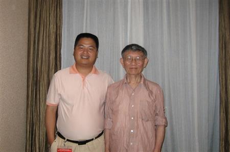 《红木》国家标准第一起草人杨家驹先生与李忠信董事长合影